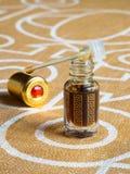 Perfume concentrado, attar árabe em uma garrafa imagens de stock