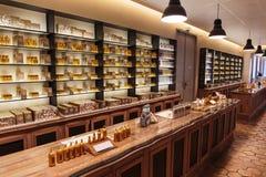 Perfume de las fragancias de la presentación a la fábrica Fagonard del perfume fotografía de archivo libre de regalías