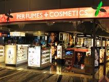 Perfume de lujo y venta al por menor del boutique de los cosméticos Fotografía de archivo libre de regalías