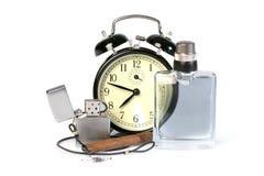 Perfume del despertador, del cigarro, del encendedor y del hombre fotografía de archivo