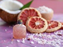 Perfume do óleo essencial imagens de stock