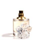 Perfume do ` s das mulheres na garrafa bonita isolada Imagem de Stock
