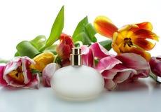 Perfume e flores Imagens de Stock