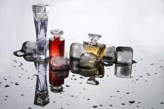Perfume en pequeñas botellas imagen de archivo libre de regalías