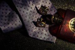 Perfume para hombre y mancuernas del lazo de los accesorios del negocio Foto de archivo