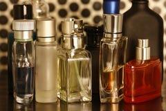 Perfume y botellas de las fragancias Fotografía de archivo