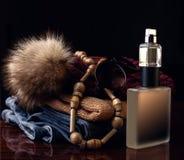 Perfume y la ropa de las mujeres Foto de archivo