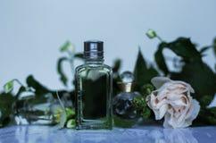 Perfumería, cosméticos, colección de la fragancia foto de archivo