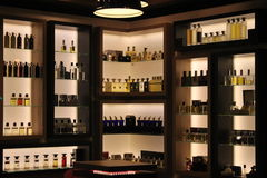 Perfumes na loja Imagens de Stock