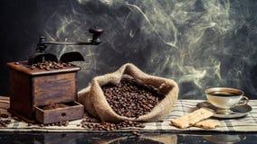 Perfumowanie browarniana rocznik kawa obraz stock