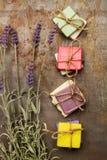 Perfumowi i colorfull mydła zdjęcia royalty free