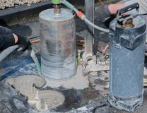 Perfuração de núcleo para a ventilação através de um teto da construção imagens de stock royalty free