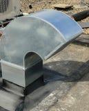 Perfuração de núcleo para a ventilação através de um teto da construção imagem de stock
