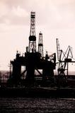 Perfuração para a exploração do petróleo Rig Silhouette Fotografia de Stock Royalty Free