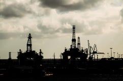 Perfuração para a exploração do petróleo Rig Silhouette Imagens de Stock Royalty Free