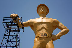 Perfurador dourado em Tulsa, Oklahoma Fotos de Stock Royalty Free