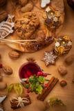 Perfurador quente do vinho com biscoitos Fotografia de Stock Royalty Free