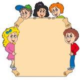 Pergamena con i vari bambini appostantesi Fotografie Stock
