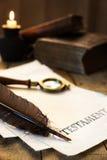 Pergamena storica con il testamento del testo Immagini Stock