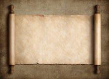 Pergaminho antigo do rolo sobre o fundo de papel velho fotos de stock