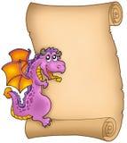 Pergamino viejo con el dragón que está al acecho Imágenes de archivo libres de regalías