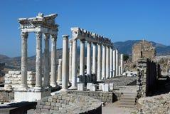 Pergamon - tempel av Trajan - Acropolis Royaltyfria Bilder