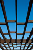 Pergola di legno di Brown Fotografia Stock