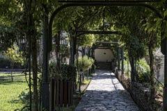 Pergola im Garten des Achilleions-Palastes auf der Insel von Korfu Griechenland errichtet von der Kaiserin Elizabeth von Österrei Lizenzfreie Stockfotos