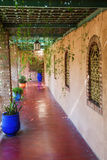 Pergola in Jardin Majorelle in Marrakech Royalty-vrije Stock Foto
