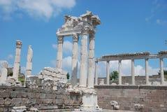 pergoman trajan tempeltraianus för acropolis Arkivbild