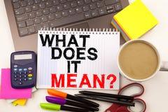 A pergunta conceptual da inspiração do subtítulo do texto da escrita da mão mostrando o que ele significa Conceito do negócio par Fotografia de Stock Royalty Free