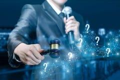 Perguntas e resposta durante o leilão imagens de stock royalty free