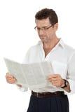 Periódico adulto atractivo de la lectura del hombre de negocios aislado Fotos de archivo