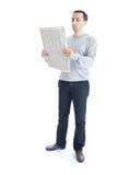 Periódico de la lectura del hombre joven Imagenes de archivo