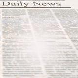 Periódico de las noticias con el título y el viejo texto ilegible imágenes de archivo libres de regalías