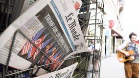 Periódico de Le Monde y cumbre Singapur de Kim Trump metrajes