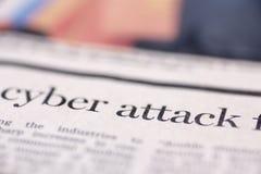 Periódico escrito ataque cibernético imagen de archivo libre de regalías