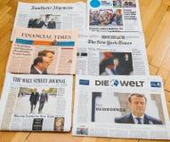 Periódico internacional múltiple de la prensa con Emmanuel Macron Elec Imagenes de archivo