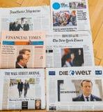 Periódico internacional múltiple de la prensa con Emmanuel Macron Elec Foto de archivo