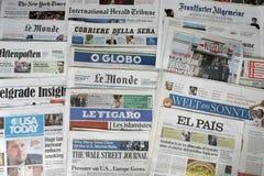Periódicos del mundo Imágenes de archivo libres de regalías