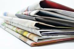 Periódicos doblados y apilados Fotos de archivo libres de regalías