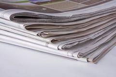 Periódicos - pila de la esquina inferior fotografía de archivo