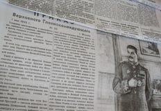 Periódicos soviéticos en la Segunda Guerra Mundial foto de archivo