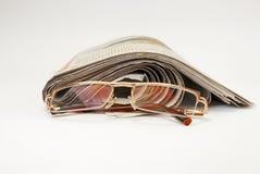 Periódicos y vidrios viejos Fotografía de archivo libre de regalías