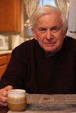 Periódico de la lectura del Grandpa Fotos de archivo