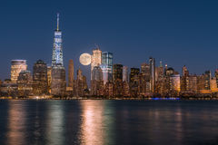 Perigee full moon over the skyscrapers of lower Manhattan-New Yo Royalty Free Stock Images