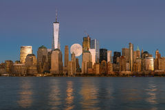 Perigee full moon over the skyscrapers of lower Manhattan-New Yo Royalty Free Stock Photos