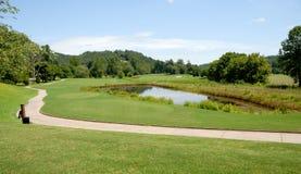 Perigo do campo de golfe e da água Fotos de Stock Royalty Free