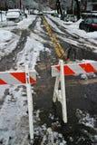 Perigo fechado do inverno da estrada foto de stock