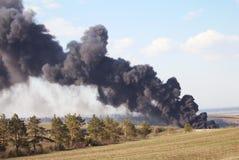 Perigo, um fogo fumarento, erupção vulcânica - foto Imagens de Stock